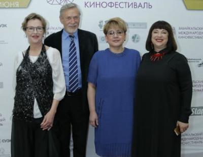 Ирина Розанова, Анна Ардова и Андрей Мерзликин открыли фестиваль в Чите