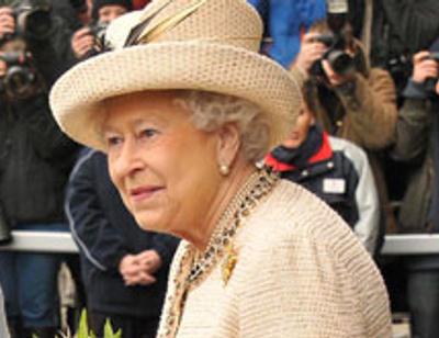 Елизавете II повысили зарплату