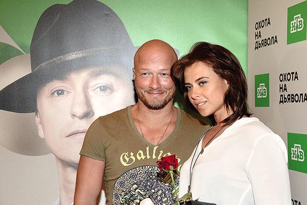 Сейчас Панфилов женат на медработнике Ксении
