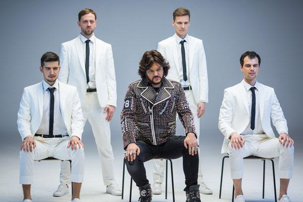 Филипп Киркоров с актерами креативной группы «Заячий стон»