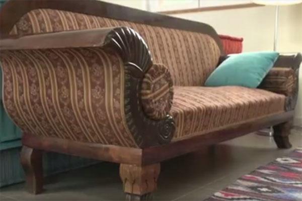 Антикварную мебель Александр Гордон покупает на барахолках