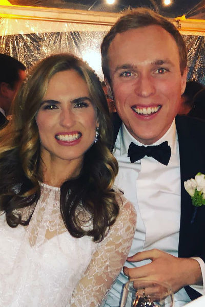 Эшли вышла замуж за фотографа