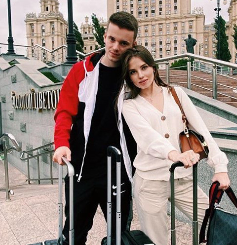 Арсений Шульгин с женой проводят медовый месяц в шикарном отеле