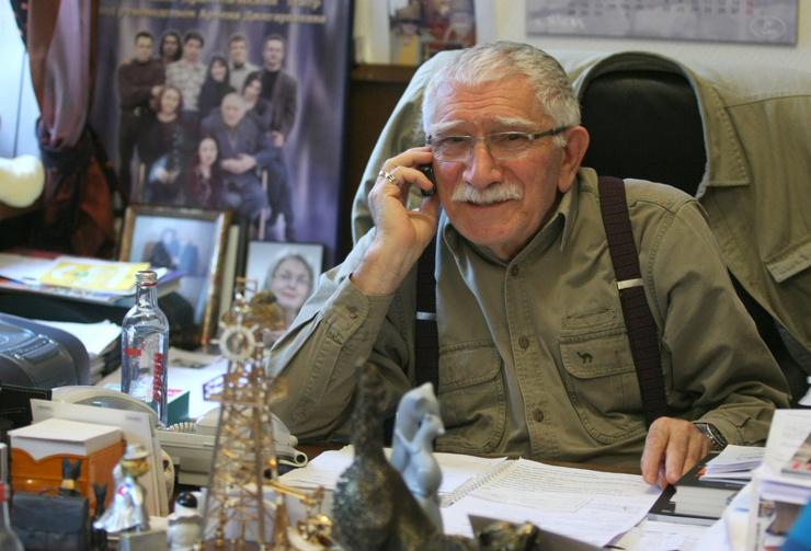 Армен Джигарханян планирует вернуться в театр к началу сезона