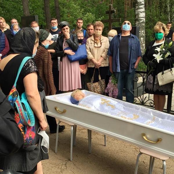 Фото с похорон Норкиной