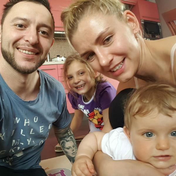 Супруги воспитывают очаровательных дочек