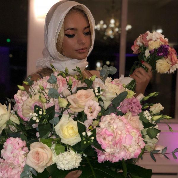 Лиза Пескова на свадьбе друзей