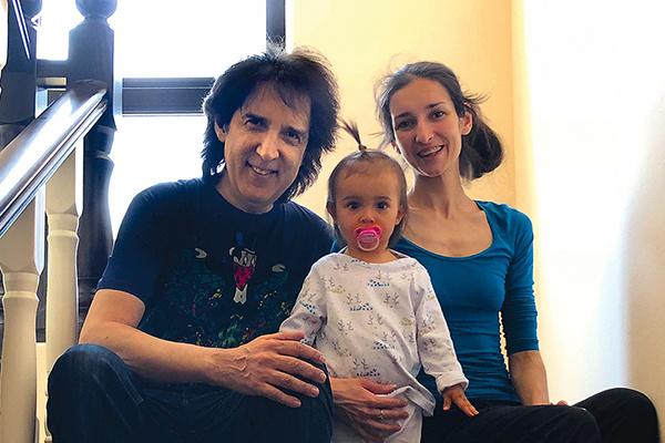 Старшая дочь много гастролирует Кристина подарила отцу внучку