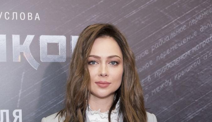 «Вам нужно лечить мозги»: Настасья Самбурская поссорилась с поклонниками из-за желания покинуть Россию