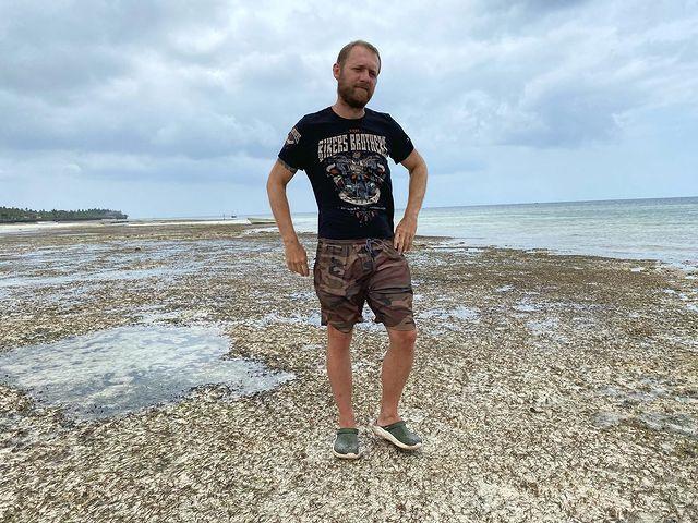 Денис Шведов на острове