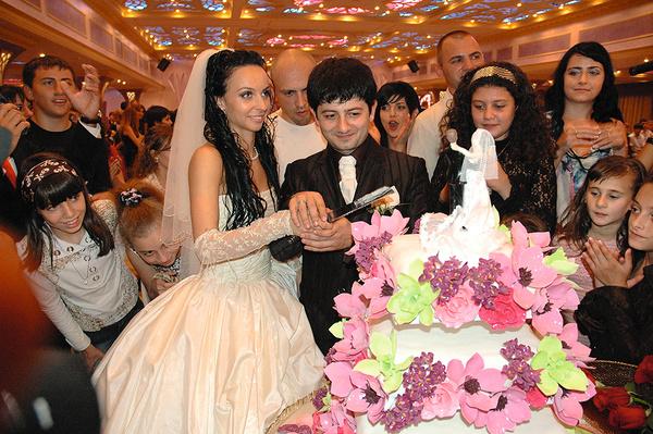 Михаил и Вика поженились 7 июля 2007 года. Пара считает, что семерки приносят удачу