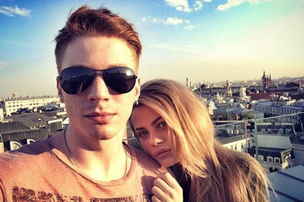 Слухи о грядущей помолвке между молодыми людьми спровоцировала информация о том, что Никита познакомил Алену с близкими