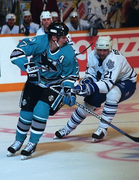 После ухода из «Лугано» форвард вернулся в НХЛ в составе «Сан-Хосе Шаркс»