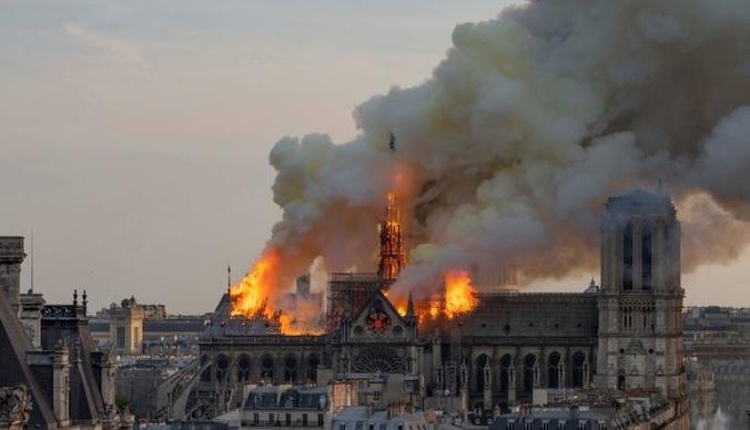 Миллионы евро на восстановление Нотр-Дама: звезды и олигархи делают пожертвования