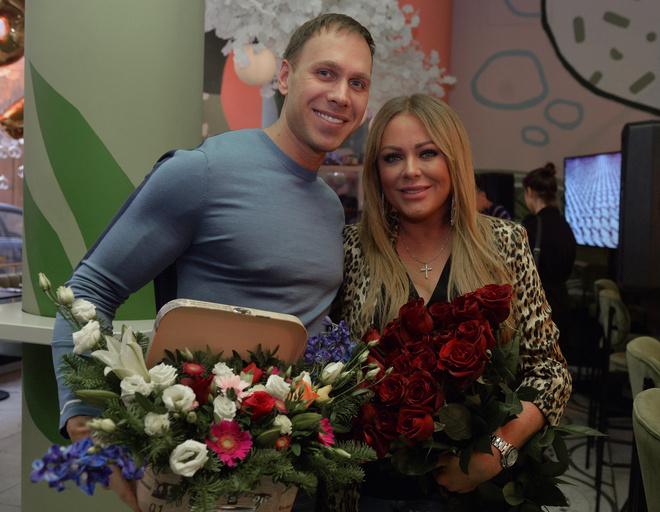 Юлия Началова с женихом на дне рождения Веры