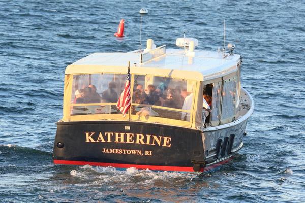 К месту церемонии гостей привозили на лодках