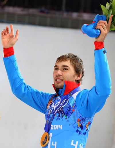 Российский спортсмен Антон Шипулин, завоевавший золотую медаль в эстафете 4x7,5 км в соревнованиях по биатлону среди мужчин