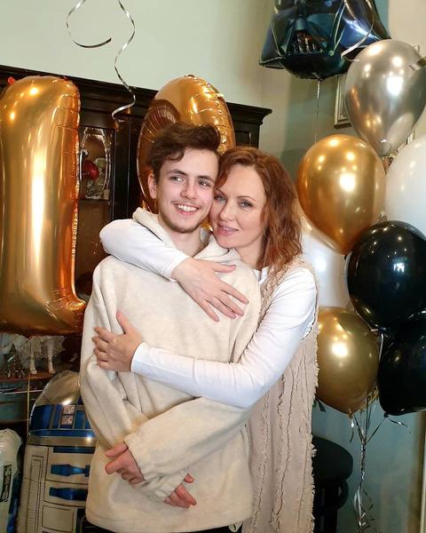 Также актриса воспитывает 18-летнего сына Тимофея от второго брака