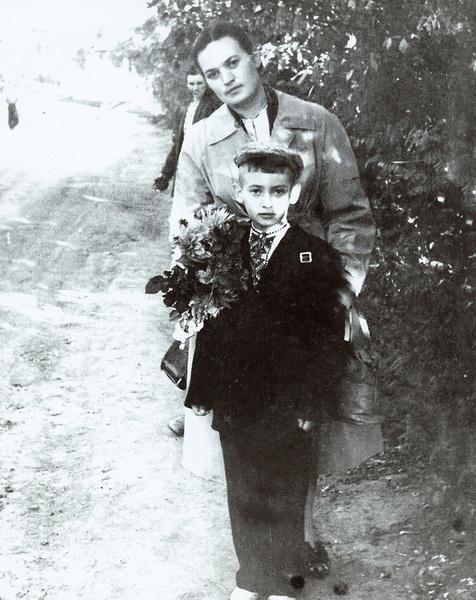 Мама привила Игорю любовь к творчеству