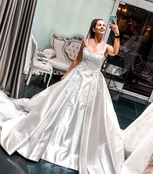 Майя Донцова выбирает свадебное платье