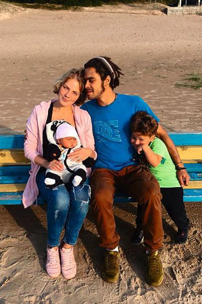 Сын артистки Энтони с женой Анной, сыном Эриком и дочкой Шарлоттой
