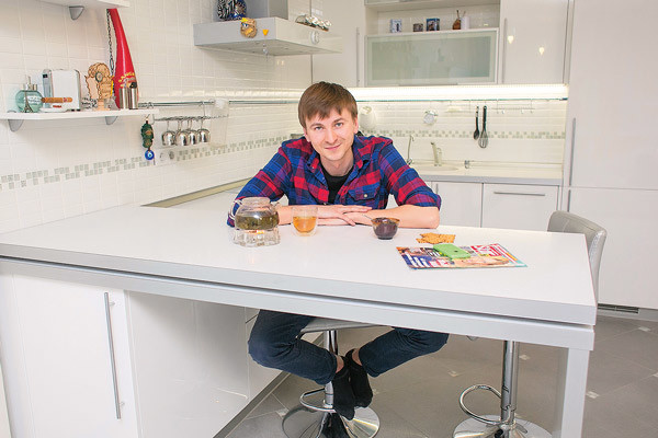 28-летний Артем любит готовить, его фирменное блюдо – сырники на завтрак