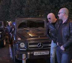 Двойники Нагиева устроили парад гелендвагенов в Москве