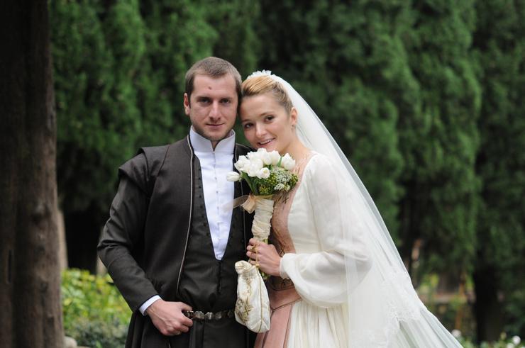Актриса отмечала, что родители сразу приняли Резо в семью и дали благословение на брак