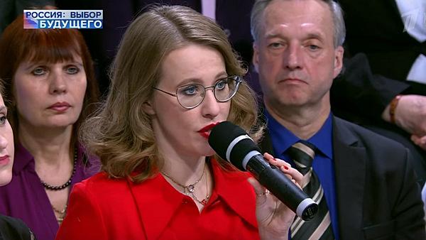 Ксения Собчак тоже приняла участие в голосовании. Телеведущая появилась на избирательном участке вместе с мужем Максимом Виторганом и его дочерью Полиной