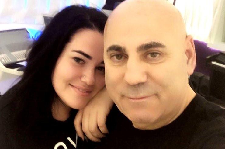 Даная прекрасно ладит с папой