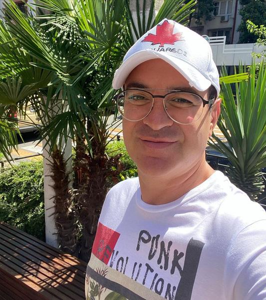 Гарик Мартиросян: «Никогда в жизни не буду отвечать за комиков. Плевать хотел на них»