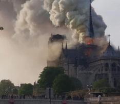 В Париже горит Нотр-Дам