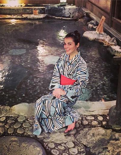 Сати Кзаанова не могла не примерить кимоно
