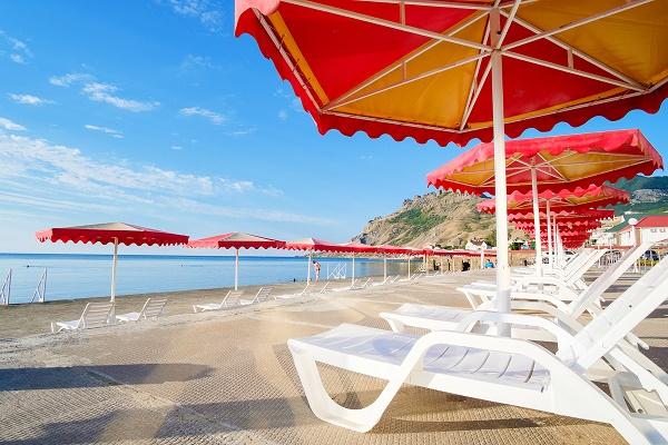 Собственный «мальтийский» пляж находится всего в 20 метрах от отеля
