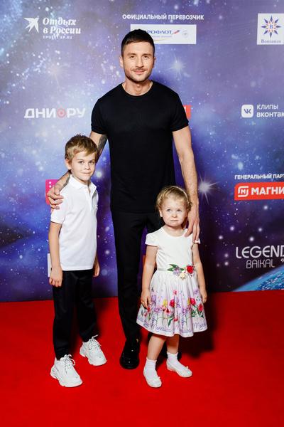 Сергей Лазарев с детьми Никитой и Аней