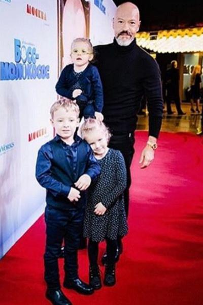 Федор Бондарчук с внуками