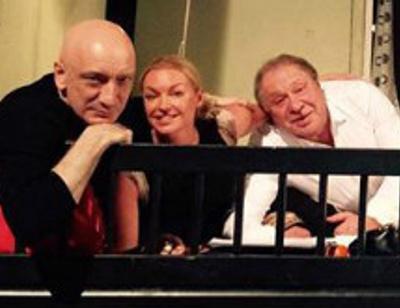 Анастасия Волочкова репетирует постельные сцены с двумя мужчинами