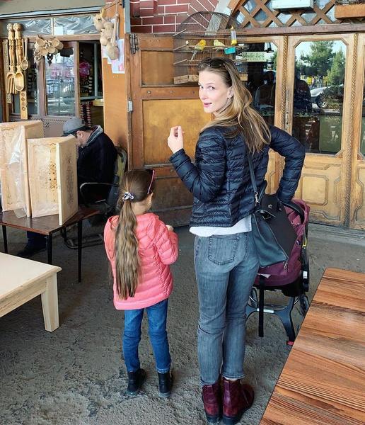 Актриса предпочитает не показывать лица дочерей