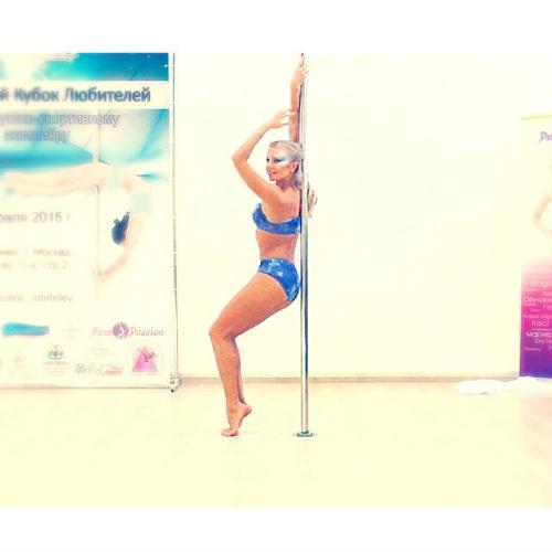 Новости: Подруга Ростислава Хаита завоевала золото в танцах на шесте – фото №2