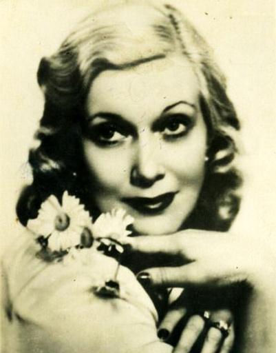 В свое время Орлова была, пожалуй, самой известной блондинкой в СССР и даже диктовала моду