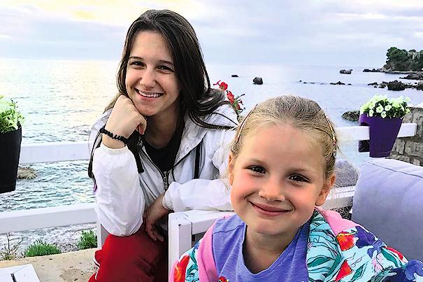 ...как и их дочери — 18-летняя Лиза и 7-летняя Аглая Хорошиловы