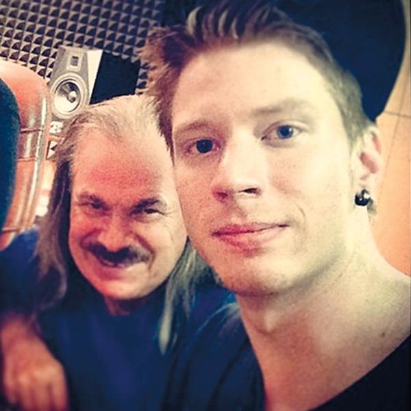 Владимир Петрович дает советы относительно музыки старшему внуку – Никите Преснякову