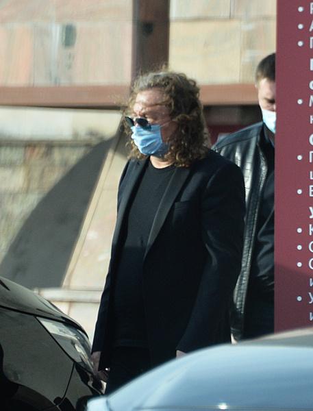 Алла Пугачева приехала проститься с Александром Кальяновым: онлайн-репортаж с похорон