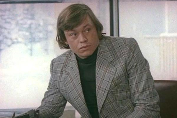 Актер сыграл более ста ролей в кино