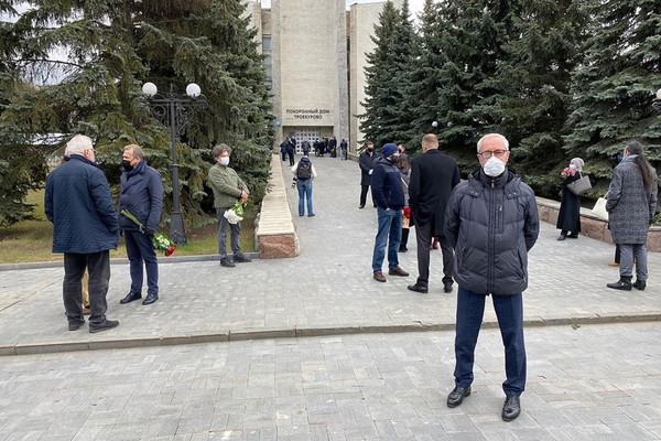 Прощание с Ошариным на Троекуровском кладбище