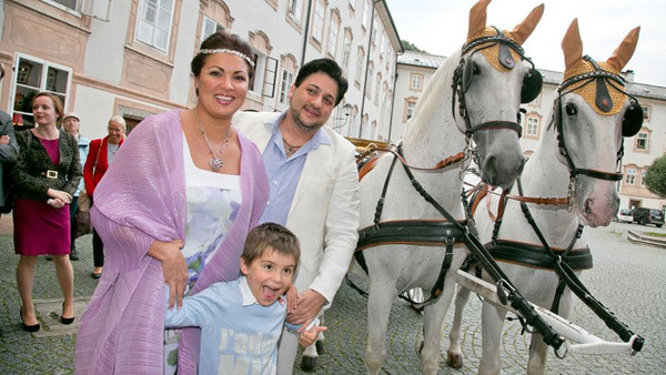 Анна Нетребко, Юсиф Эйвазов и сын Анны Тьяго в Зальцбурге