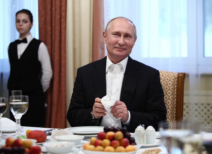 Неприхотлив в еде и предпочитает русскую кухню. Меню Владимира Путина