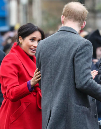 Сама герцогиня также пытается во всем помогать мужу