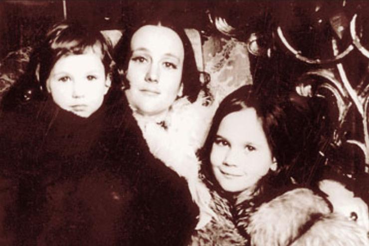 Ника и Дарья рано потеряли маму