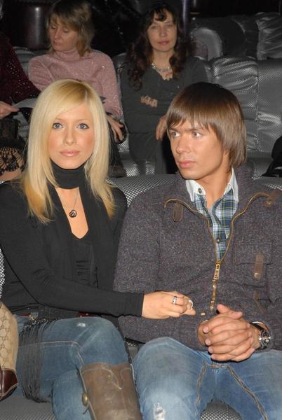 Певец встречался с Викторией Смирновой
